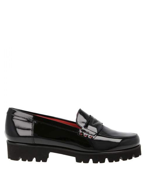 Penny loafer in patent leather
